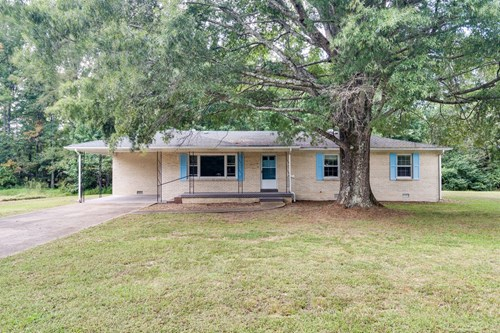 Spacious Country Home for Sale in Hohenwald, Tennessee