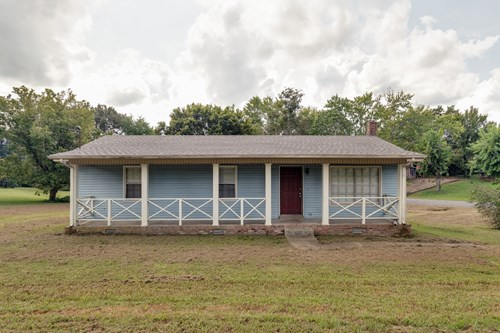 Investment Property in Town for Sale in Hohenwald, Tennessee