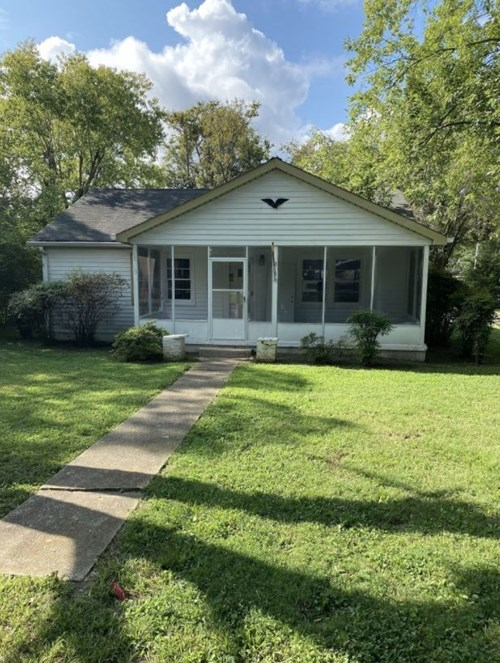 Single Family Home in Town for Sale in, Columbia, Tennessee