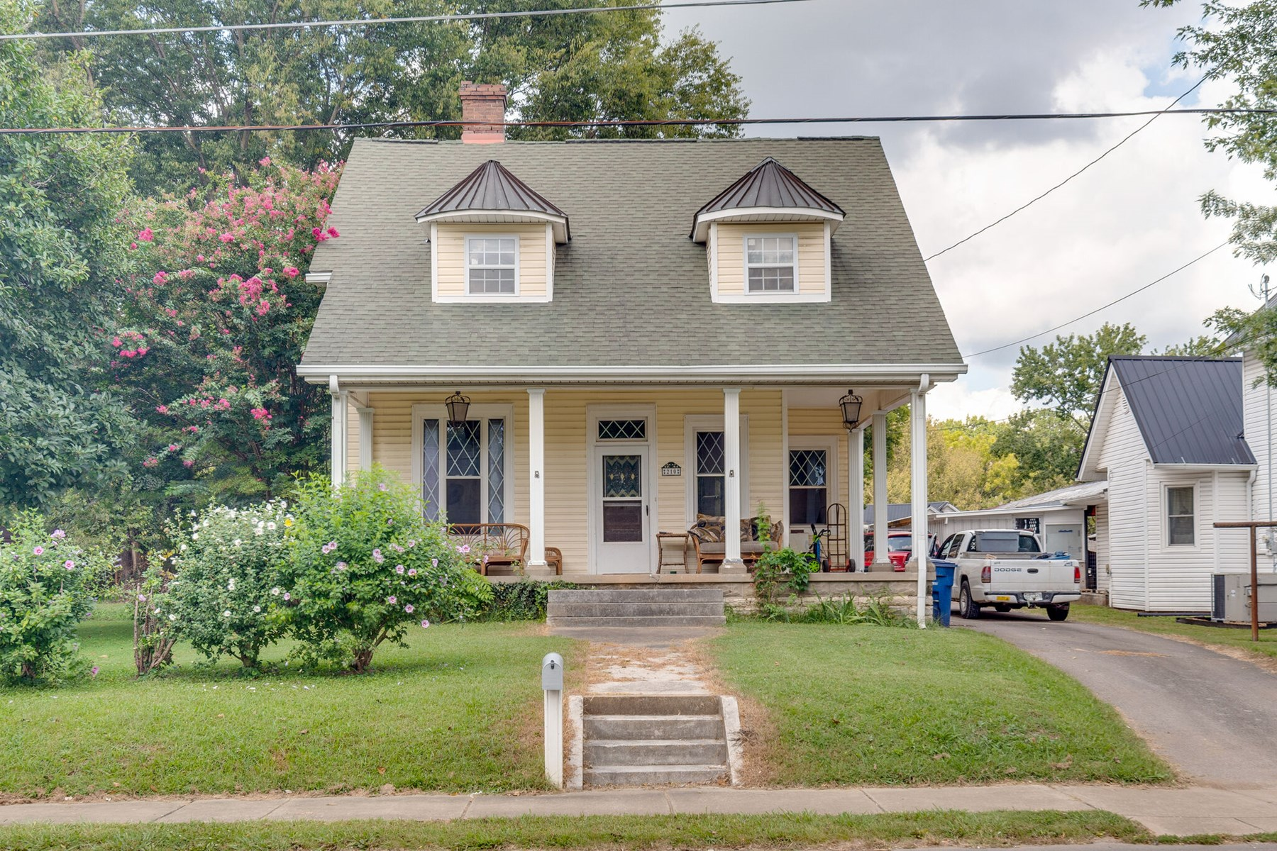 Historic Home in Town for Sale in Mount Pleasant, Tennessee