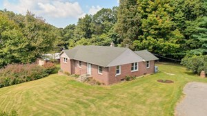 SWEET COUNTRY HOME FOR SALE IN FLOYD VA!