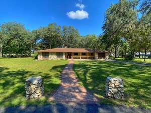 COUNTRY HOME IN GOLF COURSE COMMUNITY!