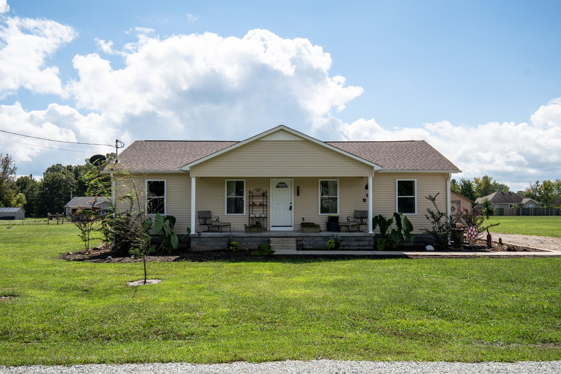 Country Home Near Town for Sale in Hohenwald, Tennessee