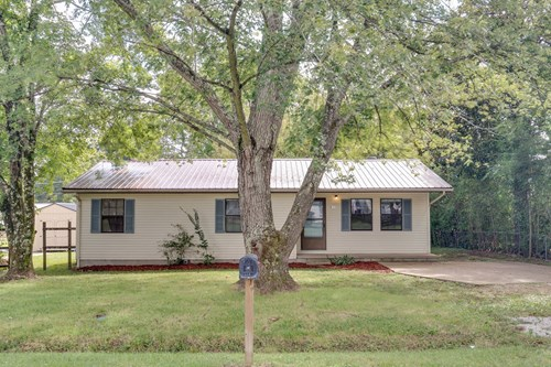 Renovated Home in Town for Sale in Hohenwald, Tennessee