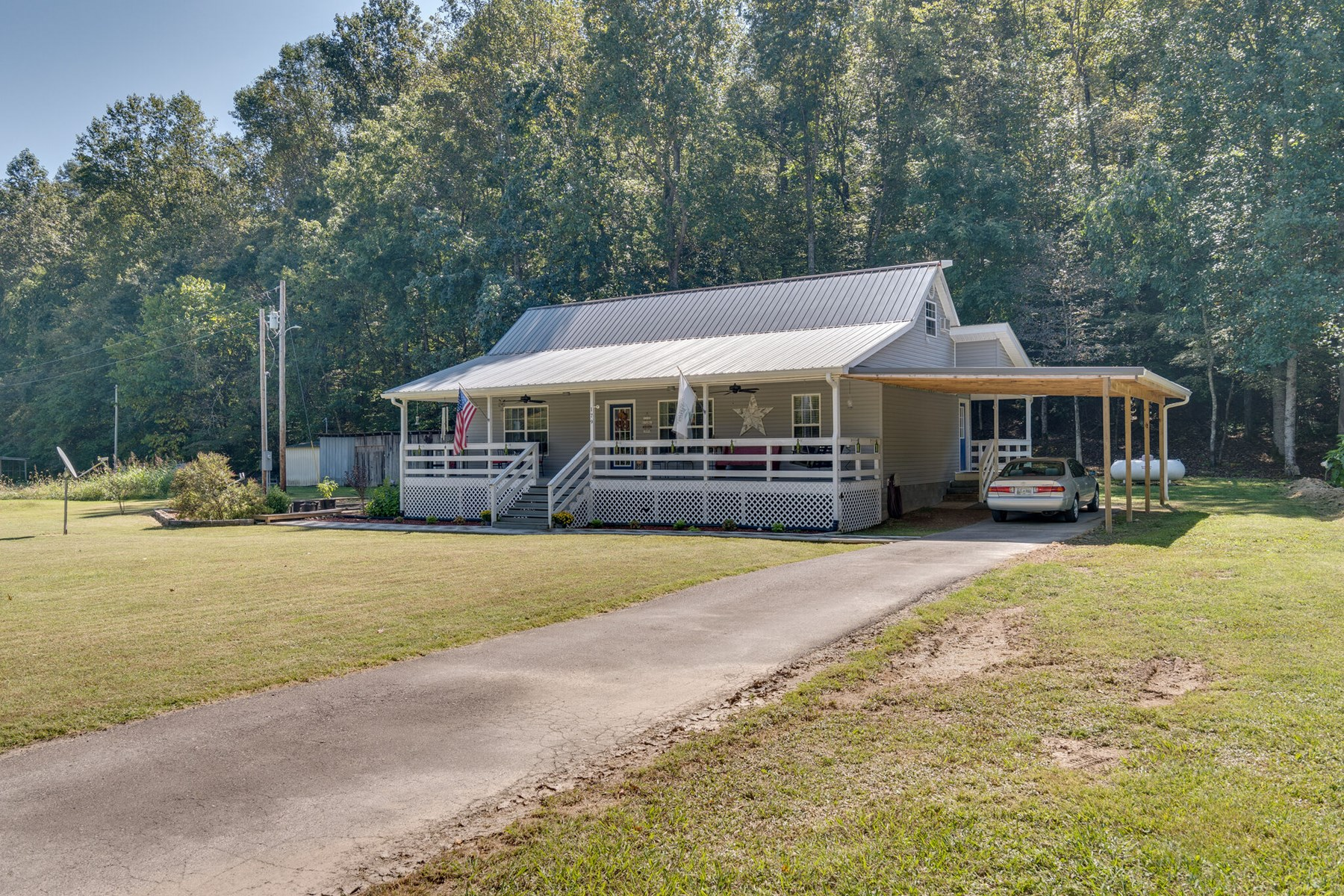 Country Home for Sale in Hohenwald, Tennessee
