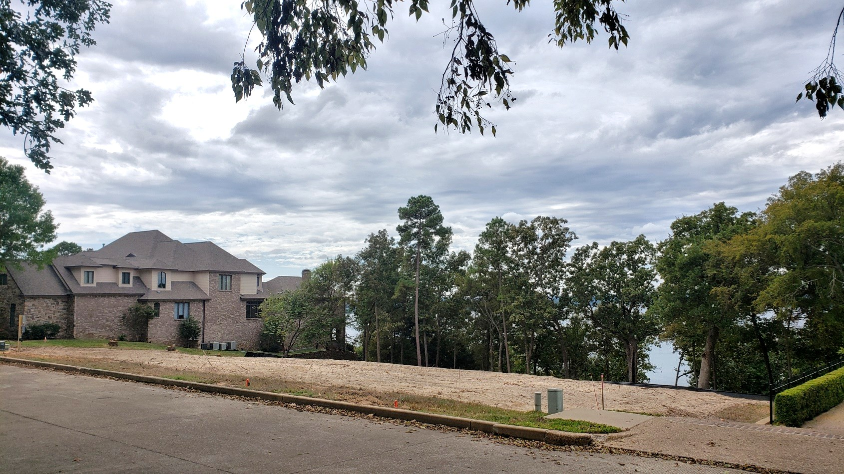 WATERVIEW LOT FOR SALE IN EAGLE'S BLUFF GOLF COMMUNITY