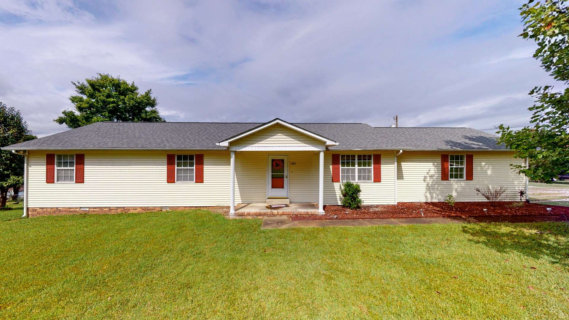 Country Home for Sale on Acre Lot in Maury County, Tennessee