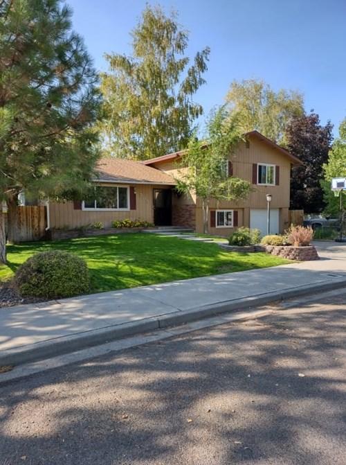 Four Bedroom Home For Sale in Great Neighborhood
