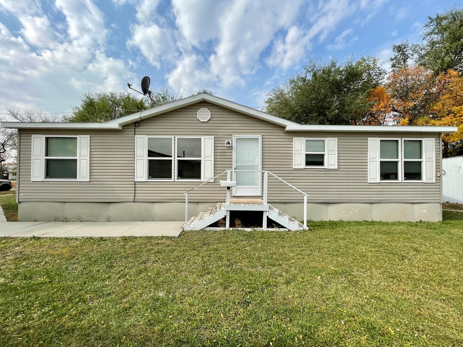 One Level, 3 Bed, 2 Bath Modular Home Built in 2011