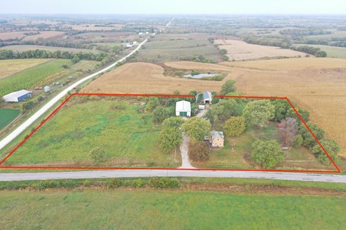Acreage For Sale in Southern Iowa with Outbuildings