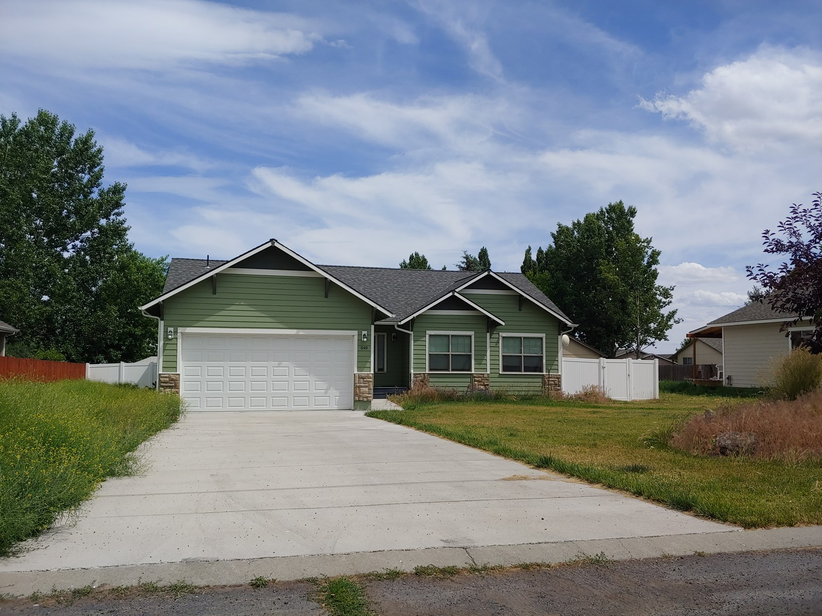Beautiful 3 Bedroom Home in Hines, OR!