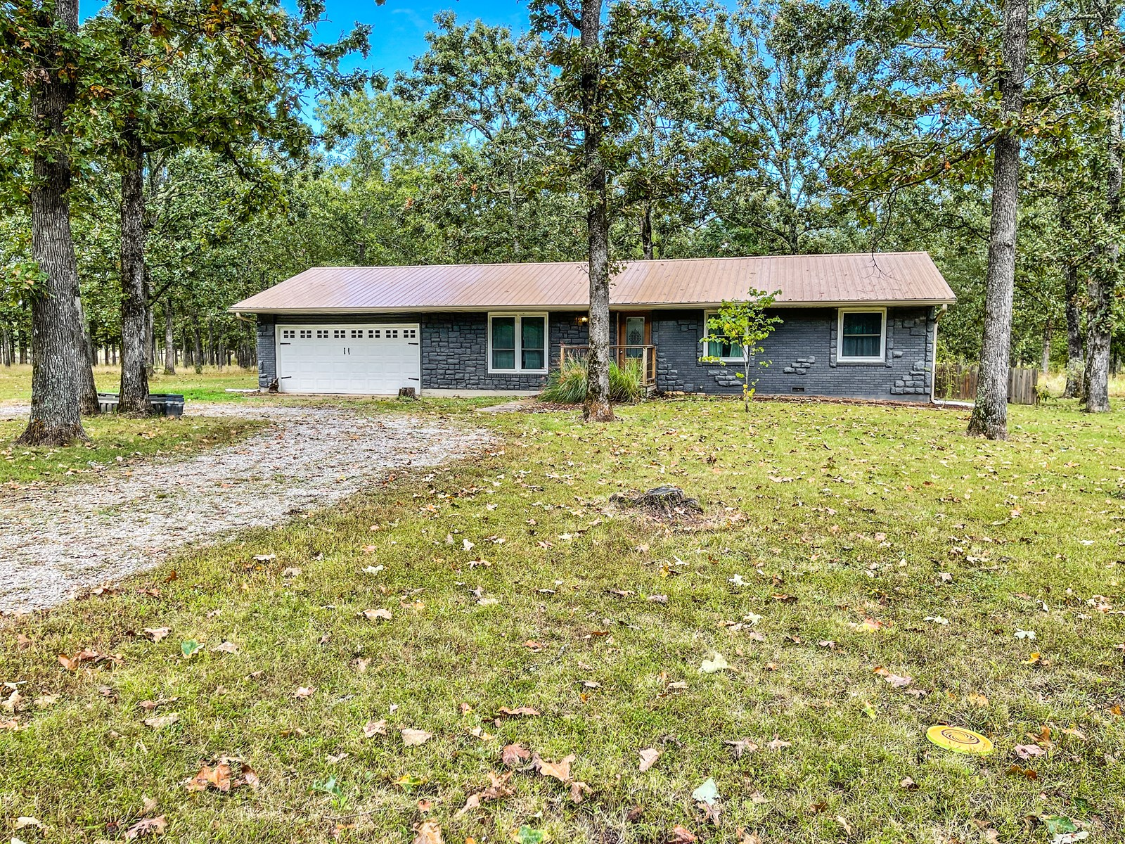 3 Bedroom, 2 Bath Country Home on 4.75 Acres in Licking.