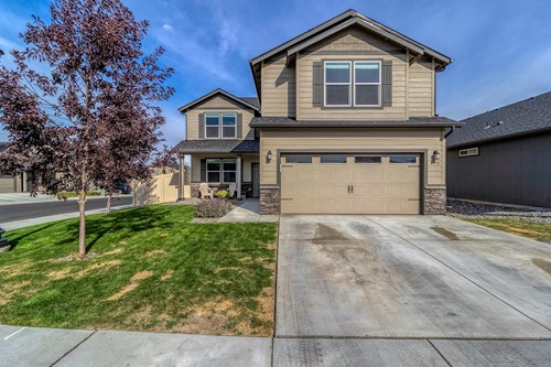 Four bedroom home for sale in College Place Washington.