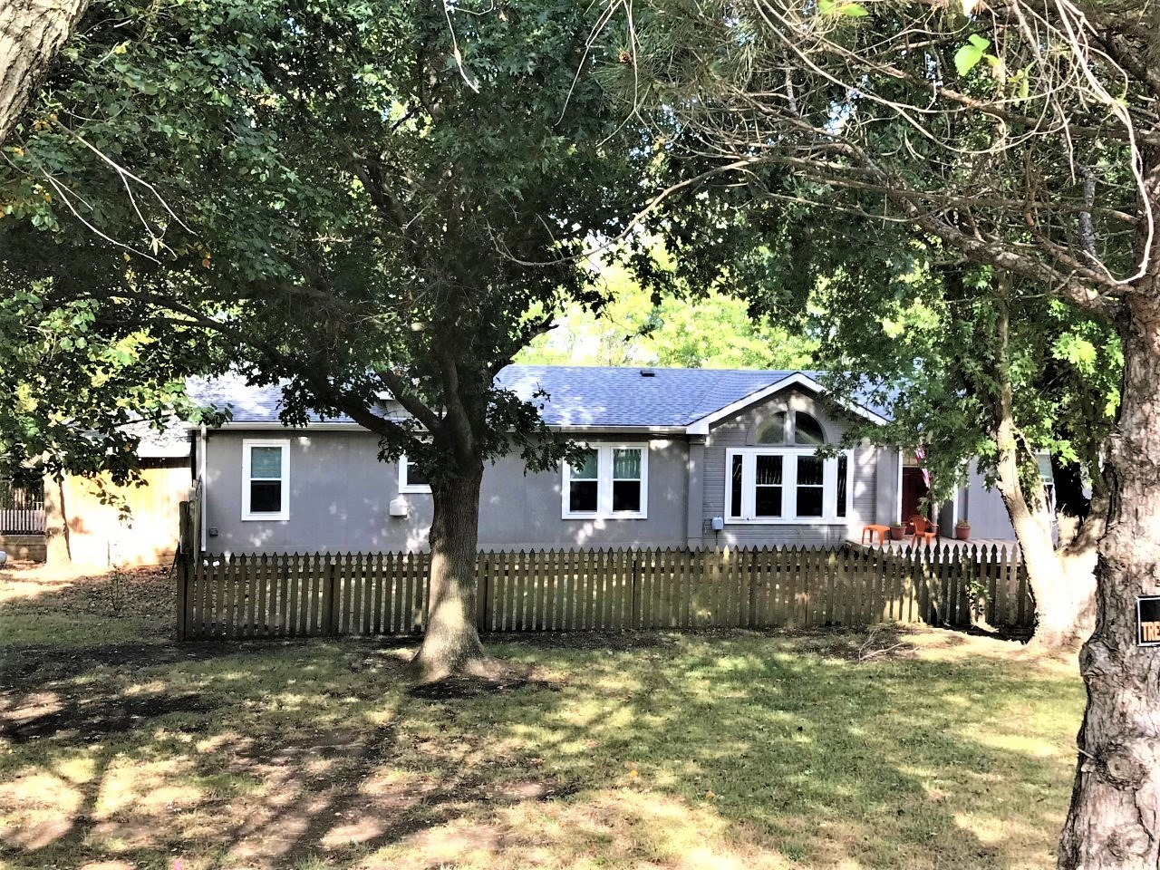 COUNTRY HOME FOR SALE ON 3.3 ACRES, AUGUSTA, KANSAS
