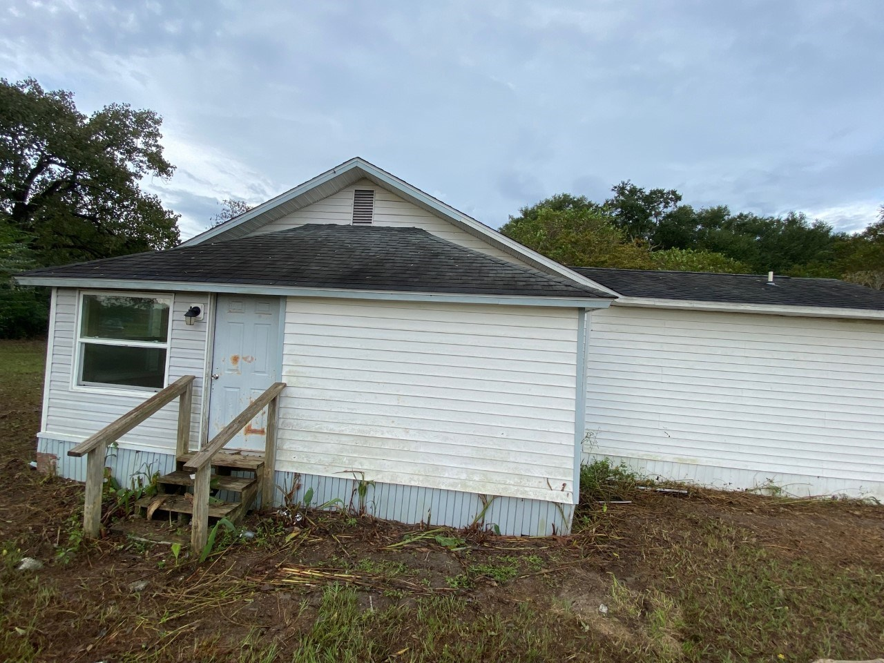 BEAUTIFUL VINTAGE HOME ON 5 ACRES FOR ONLY $175,000!!!!