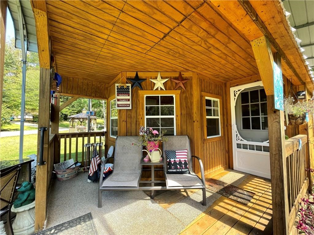 Barn Cabin with Gazebo and Pond N.GA
