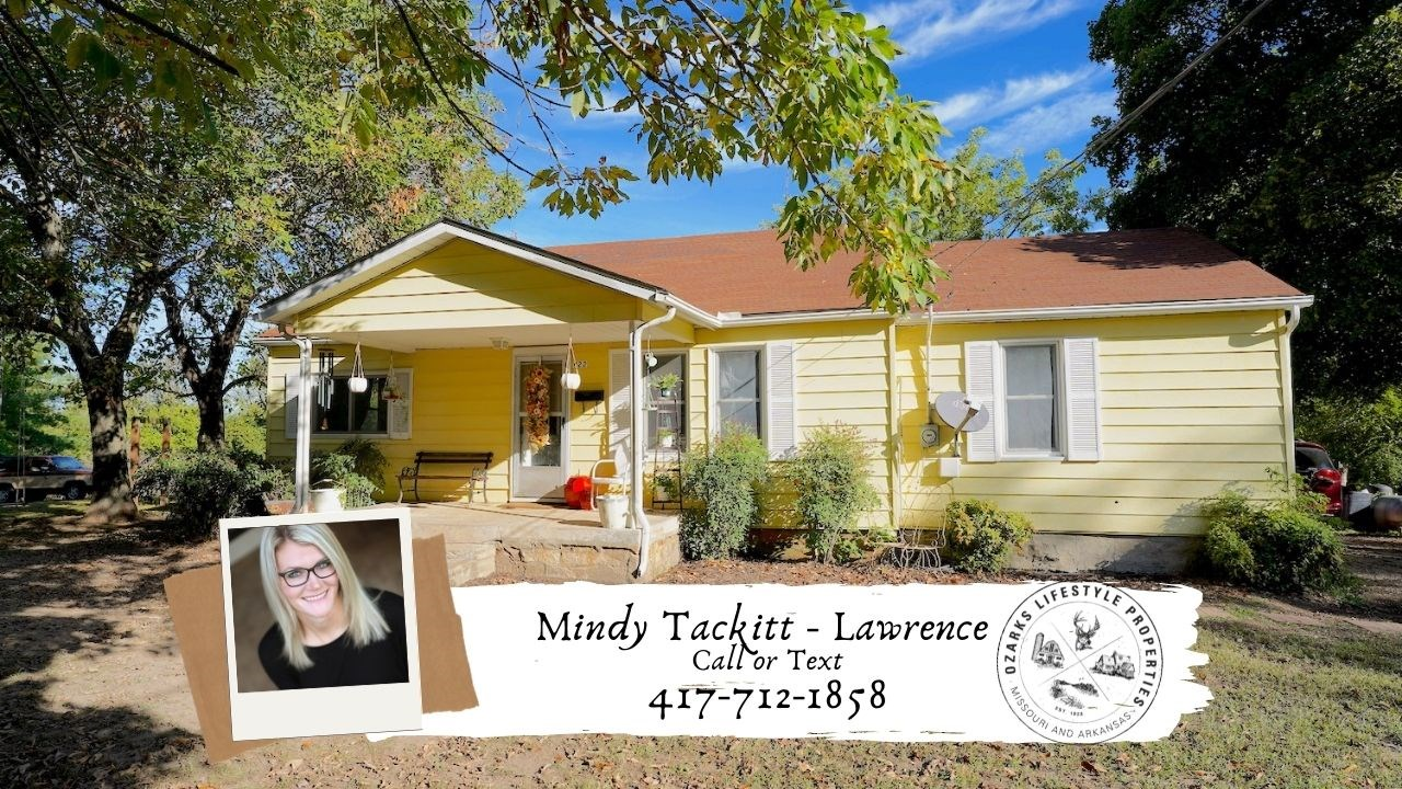 Home in Town for Sale in Thayer, MO