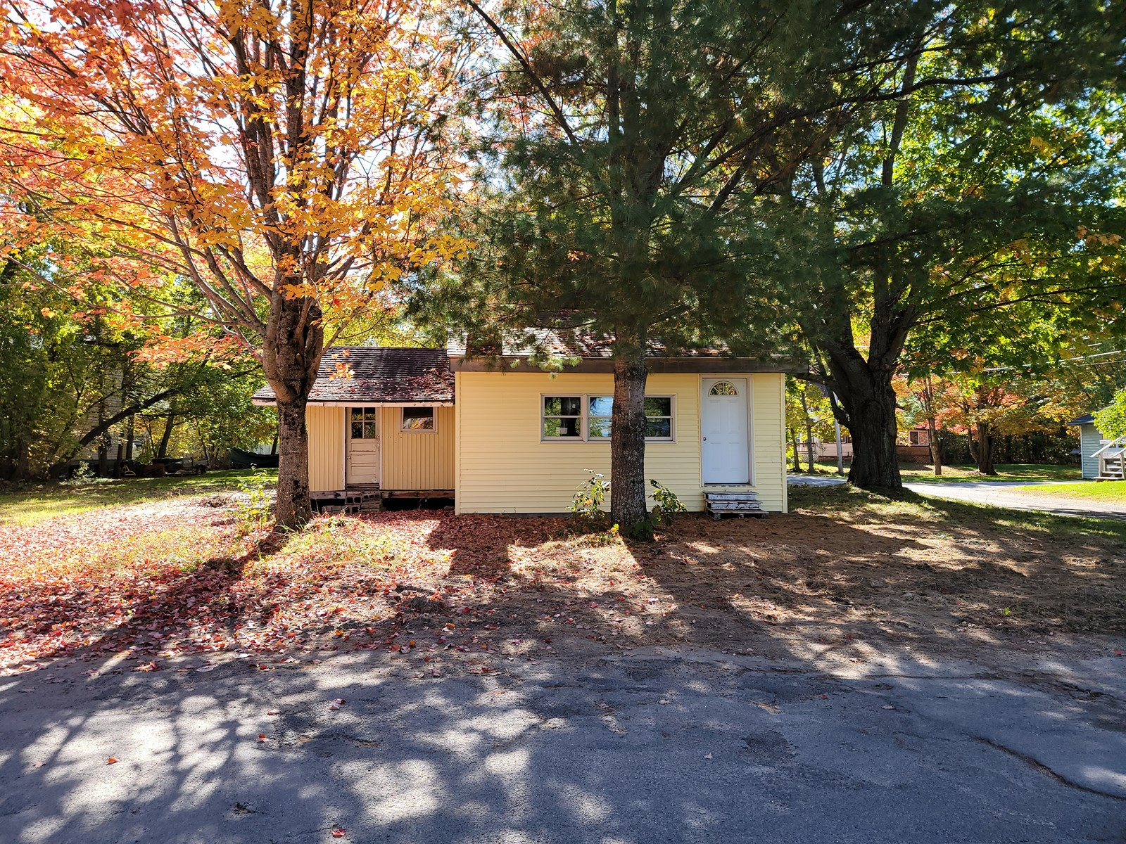 Home with great potential in Lincoln, Maine