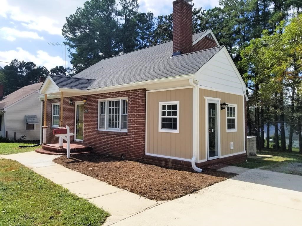 Charming, Remodeled Home Minutes To Buggs Island Lake, VA