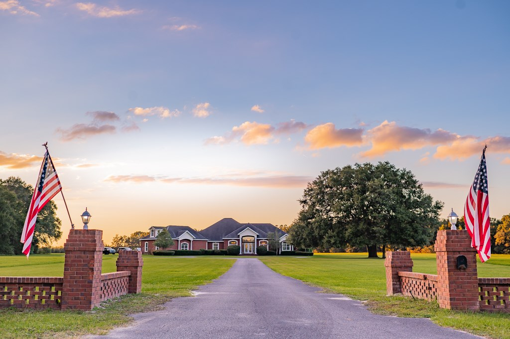 LUXURY POOL HOME ON 5.29 ACRES IN NORTH FLORIDA