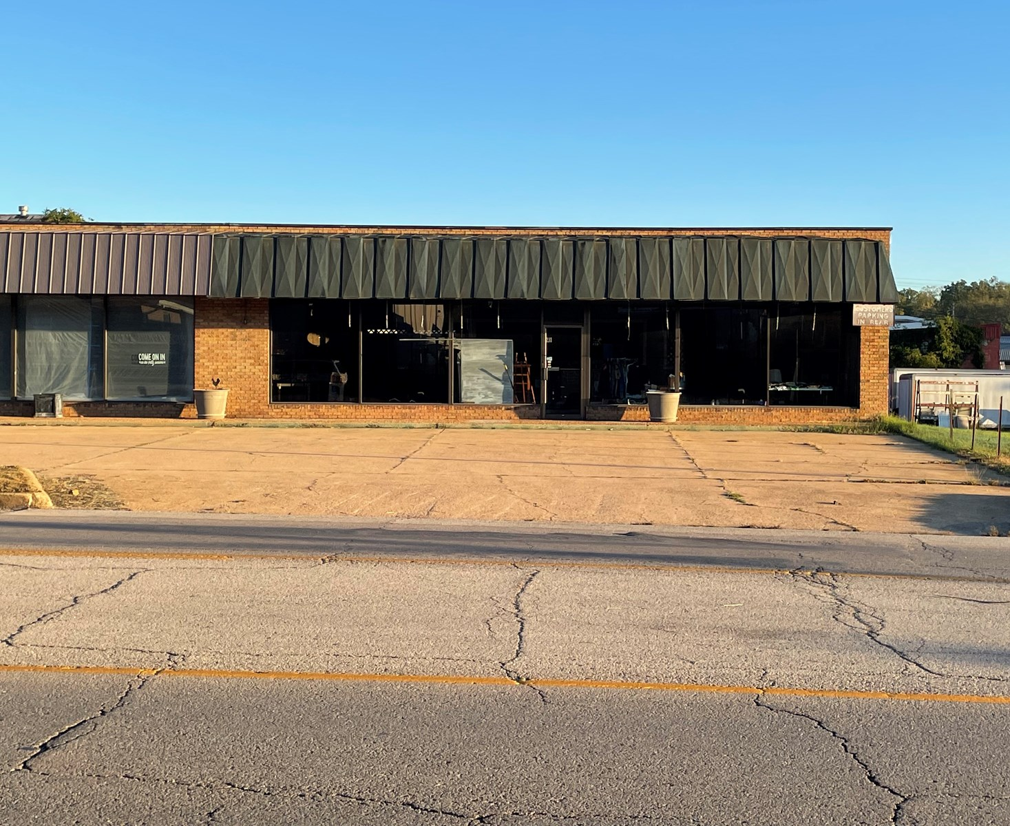 COMMERCIAL BUILDING - GREAT LOCATION - WEST PLAINS, MO