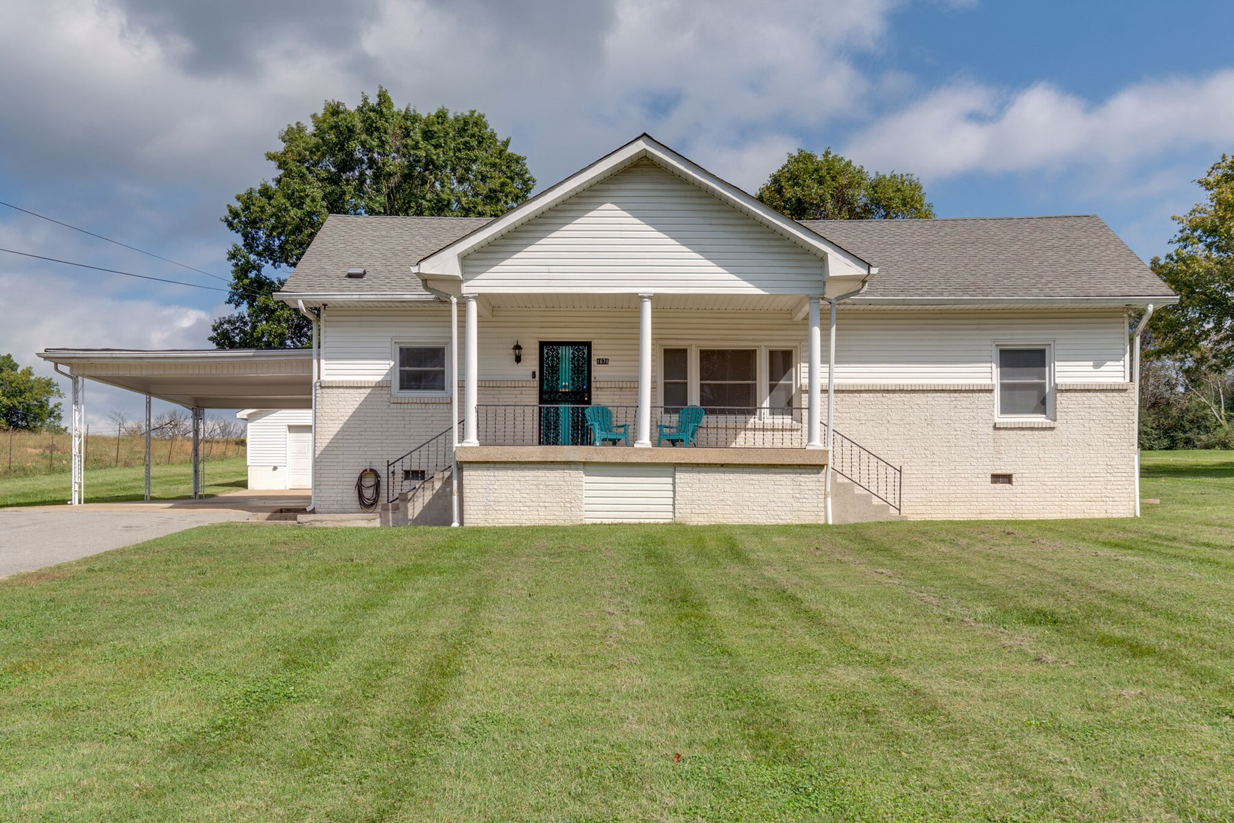 Country Home on Acre Lot for Sale in Columbia, Tennessee