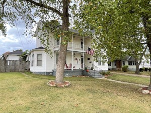 4 BEDROOM, HISTORIC HOME WITH LOTS OF SPACE!  CALL TODAY.