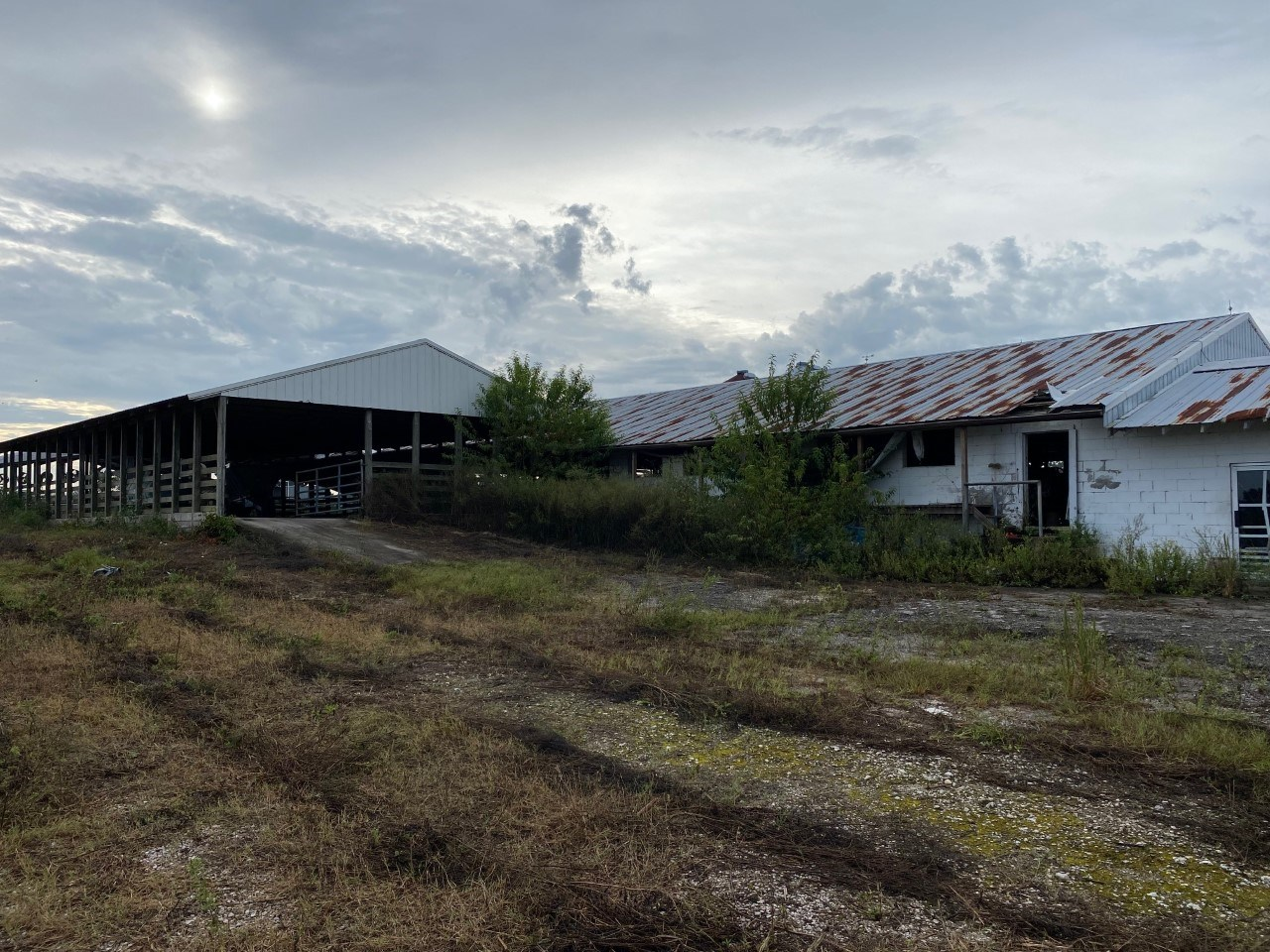 NON-OPERATIONAL DAIRY BARNS ON 15AC FOR ONLY $350,000.00!!!!