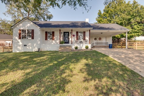 Renovated Home in Town for Sale in Mount Pleasant, Tennessee