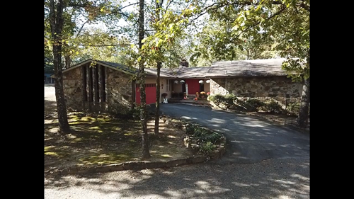 Large Family Home Close to Town with 6.23 Acres