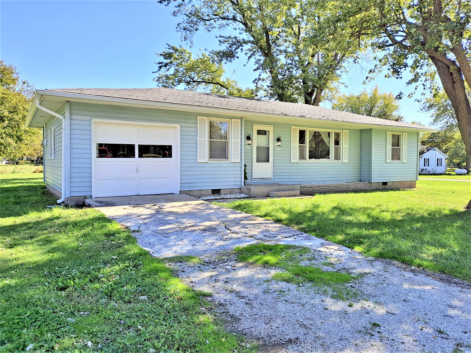 Lowry City Home in Town For Sale, St. Clair County Missouri