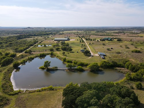RANCH FOR SALE HORSE FACILITY HUNTING LAND BOWIE TEXAS