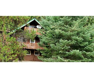 LOG CABIN LOCATED IN THE HEART OF THE WILDERNESS!