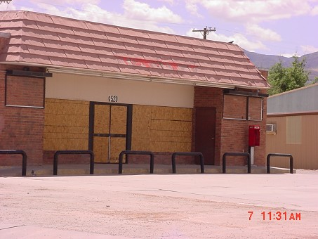 Highly Visible Retail/convenience Store Location!