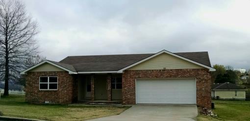 Home In Berryville, like-new brick 3Bed 2Bath w/ Garage.