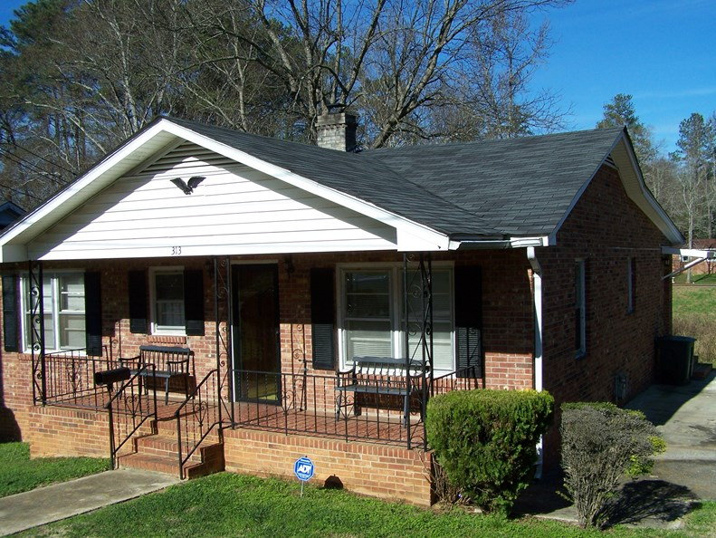 RANCH HOME ON DOUBLE LOT IN WINNSBORO, SC