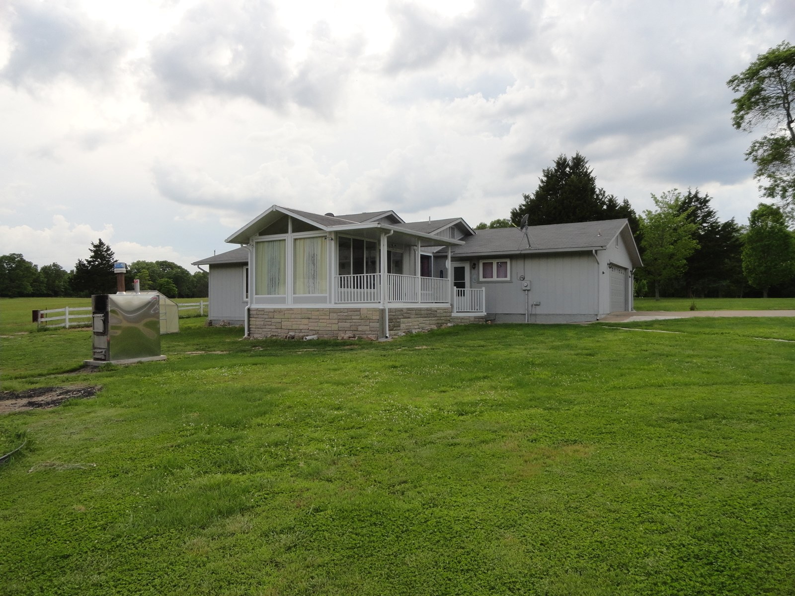 FOR SALE MINI FARM IN  CAMDEN COUNTY MISSOURI