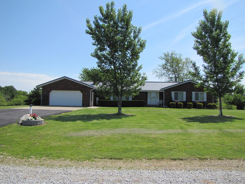 10.07 +/- Acres Country Home For Sale Northeast MO, Clark Co