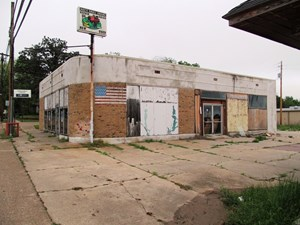 COMMERCIAL BUILDING FOR SALE IN  DOWNTOWN WINNSBORO TEXAS