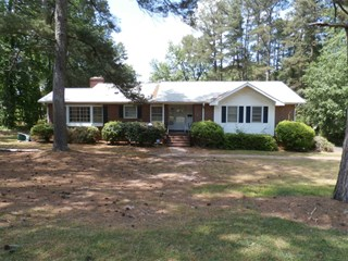 COUNTRY LIVING ON LARGE LOT IN HISTORIC WINNSBORO, SC