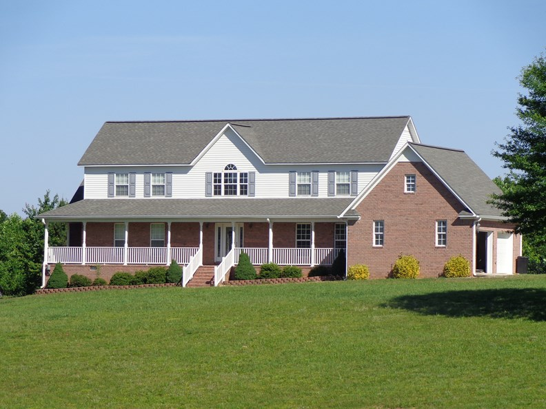 COUNTRY HOME, ACREAGE, WOODS, IN-GROUND POOL , CAMDEN TN