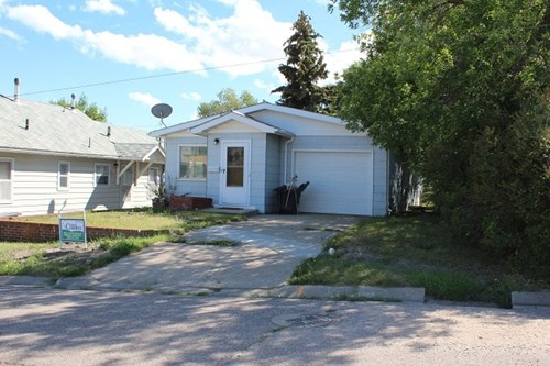 SHELBY MT FOR SALE HOUSE WITH GARAGE PRIVACY HEDGE RENTAL