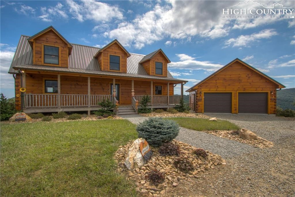 Beautiful Log Home in Gated Community with Long Range Views