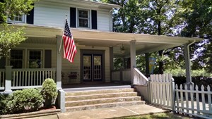 1920'S COLONIAL WITH 5 ACRES AND CREEK IN HICKMAN COUNTY TN