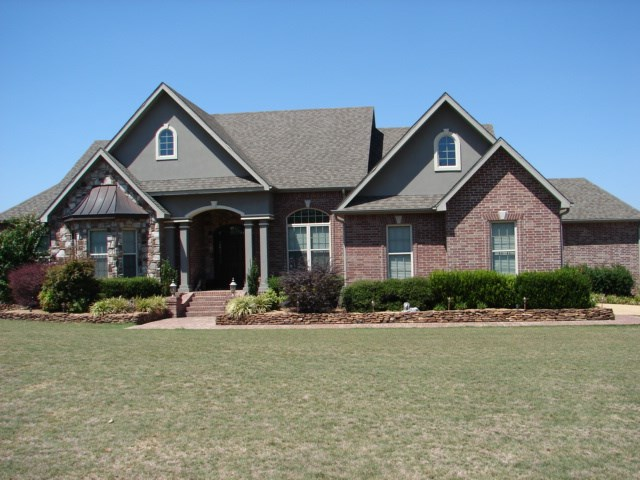Ozarks Getaway / Country Home with Acreage For Sale in AR