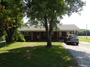 (SOLD!!) TN COUNTRY HOME, DETACHED GARAGE BUSINESS POTENTIAL