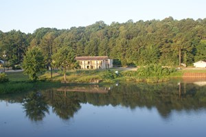 WATERFRONT HOTEL FOR SALE ON LAKE EUFAULA IN ALABAMA.