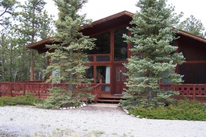 LARGE RETREAT CREEKSIDE HOME IN COLORADO MOUNTAINS FOR SALE