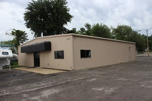 COMMERCIAL PROPERTY ON LOT FOR SALE COLUMBIA, TN