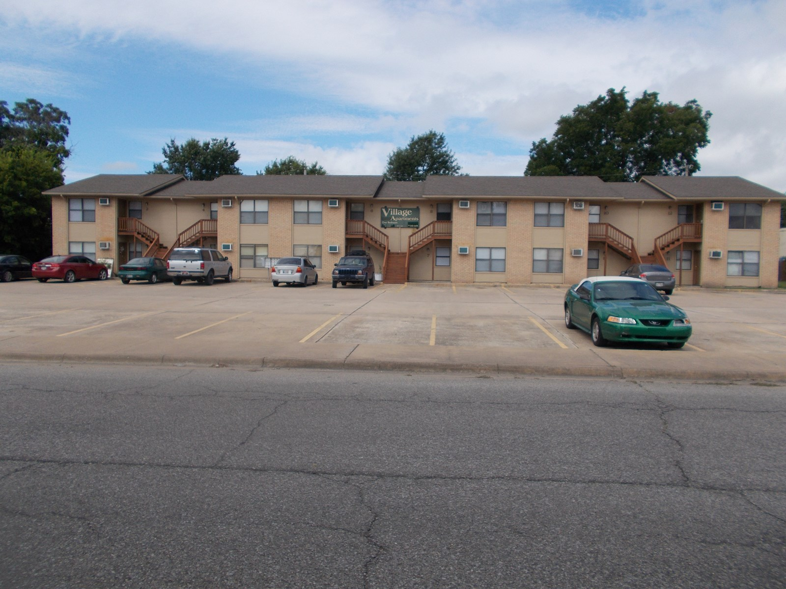 Apartment Living Complex for Sale in Miami, OK